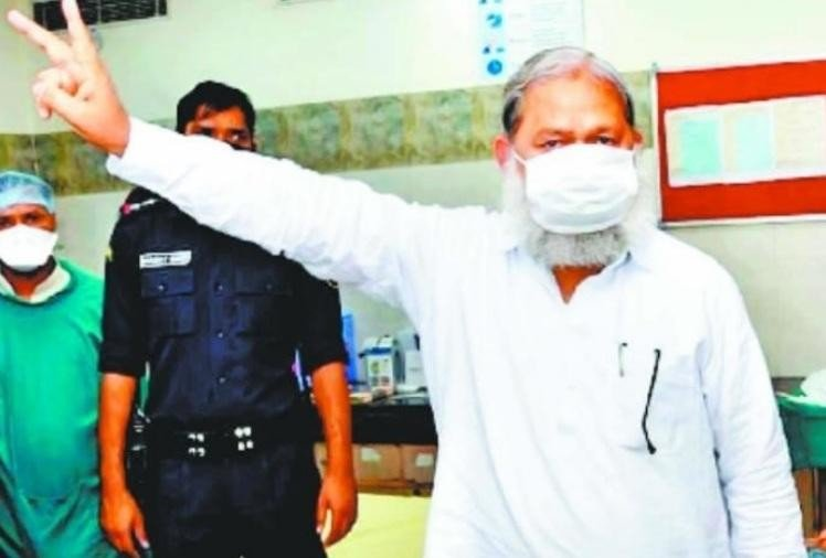 Anil Vij created the sign of Victory after vaccination.