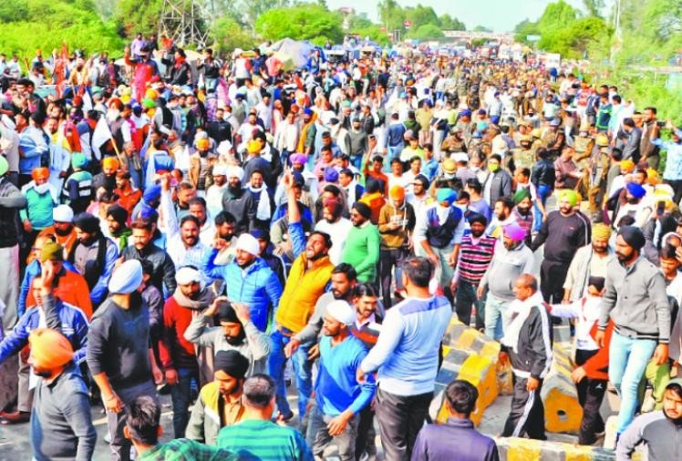 Lathicharge on protesters