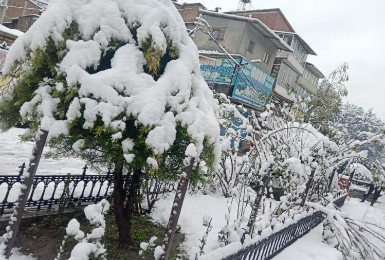 मनाली में बर्फ