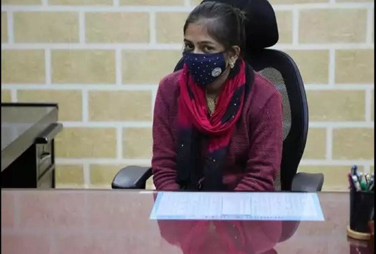 मध्यप्रदेश: शिकायत के बारे में पहुंची आईटीआई की छात्रा को कलेक्टर ने सौंपी अपनी कुर्सी