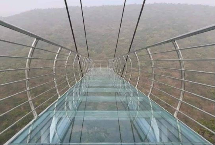चीन की तर्ज पर बिहार में बना ग्लास स्काईवॉक ब्रिज, नेचर एडवेंचर का मजा लेने आ रहे हैं लोग