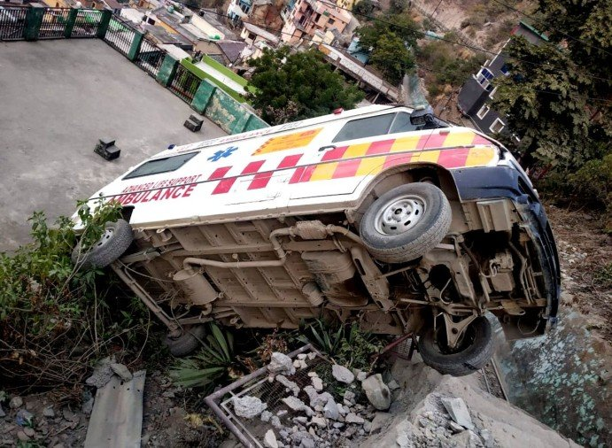 Two vehicle accidents in Devprayag, driver safe