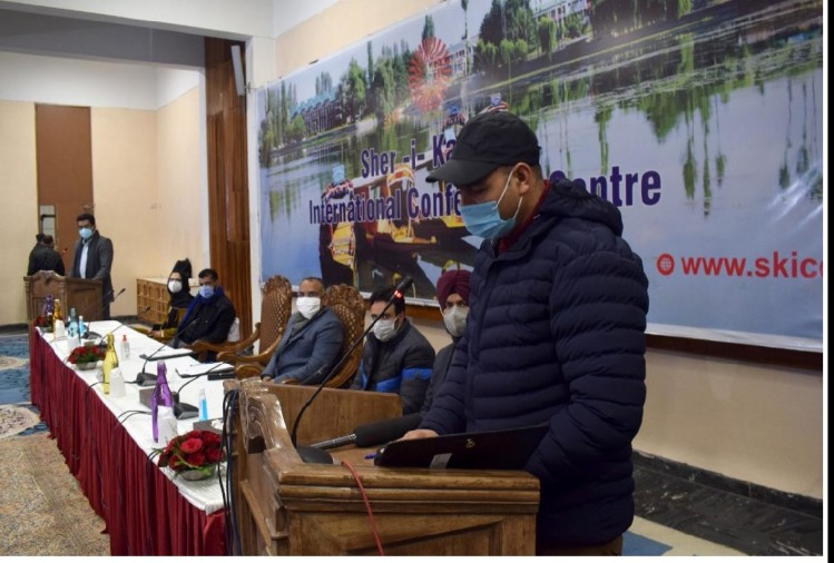 The colors of diversity seen in DDC swearing, echoes of Bharat Mata echoed in Kashmir