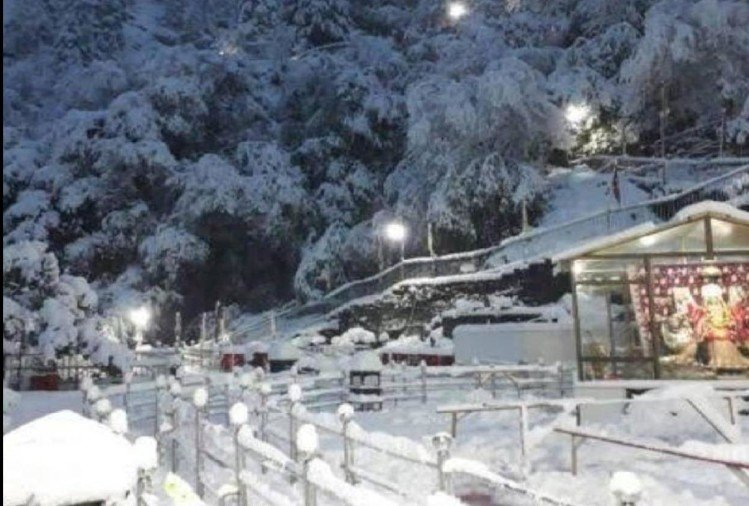 The faces of businessmen blossomed due to snowfall, the shining silver goddess Mata Vaishno Devi's court, see photos