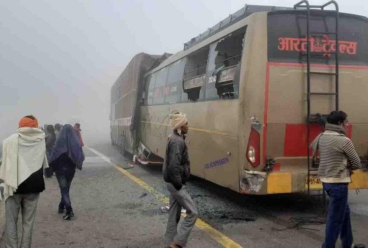 यूपी: भीषण कोहरे में आगरा लखनऊ एक्सप्रेस वे पर कंटेनर से भिड़ी बस, 4 यात्रियों की मौत, 3 घायल