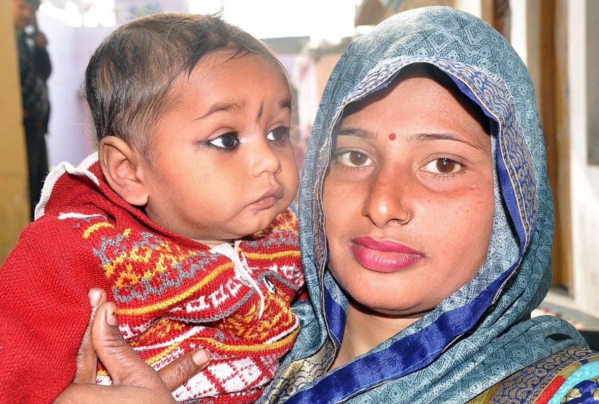 बीसलपुर के कुपोषण पीड़ित शुभम अपनी मां रेशमा के साथ