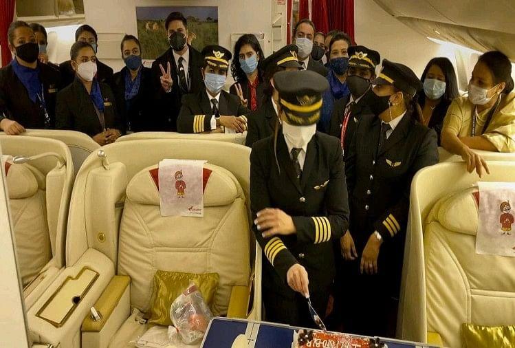 In A First, All-women Air India Crew Fly From San Francisco To Bengaluru - Pics : महिला चालक दल के साथ एयर इंडिया की उड़ान सैन फ्रांसिस्को से बंगलूरू रवाना - Amar