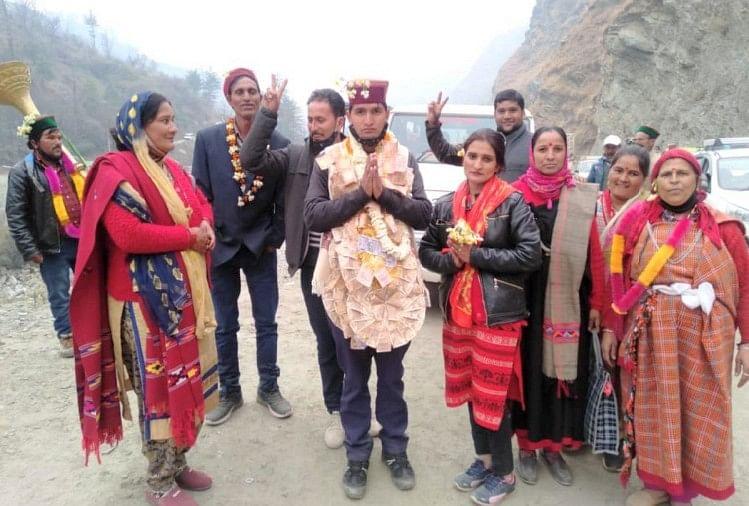 हिमाचल: 22 साल की उम्र में पंचायत समिति सदस्य बने ओमप्रकाश  Download Amar Ujala App for Breaking News in Hindi & Live Updates. https://www.amarujala.com/channels/downloads?tm_source=text_share