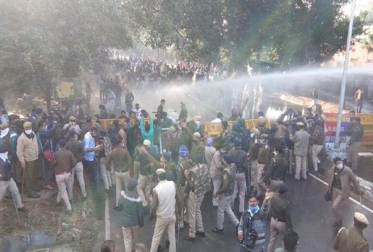 भोपाल में कृषि कानूनों के विरोध और किसान आंदोलन के समर्थन में कांग्रेस कार्यकर्ताओं ने मार्च निकाला