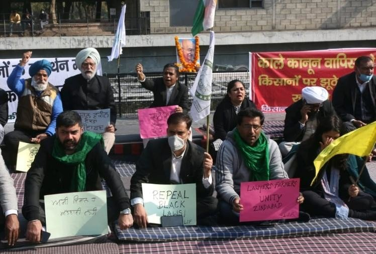Lawyers go on hunger strike