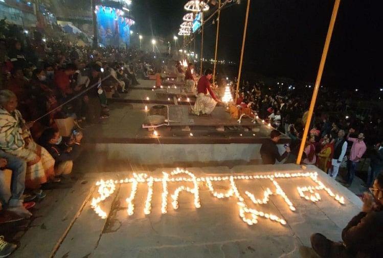 विश्व प्रसिद्ध गंगा आरती में विशेष प्रार्थना कर मां गंगा से रौद्र रूप शांत करने की कामना