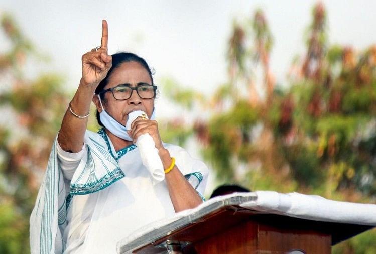 Khaskhabar/पश्चिम बंगाल में विधानसभा चुनाव के पहले चरण को ध्यान में रखते हुए टीएमसी ने सोमवार को चुनाव समिति की एक अहम बैठक बुलाई. मुख्यमंत्री और तृणमूल कांग्रेस प्रमुख ममता बनर्जी ने यह बैठक कालीघाट स्थित अपने निवास पर रखी थी. बैठक में पार्टी ने तय किया है कि उम्मीदवारों के नाम को लेकर आखिरी सहमति