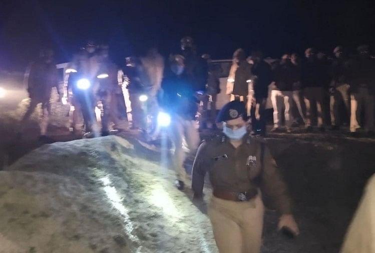 घटना स्थल पर मौजूद पुलिस