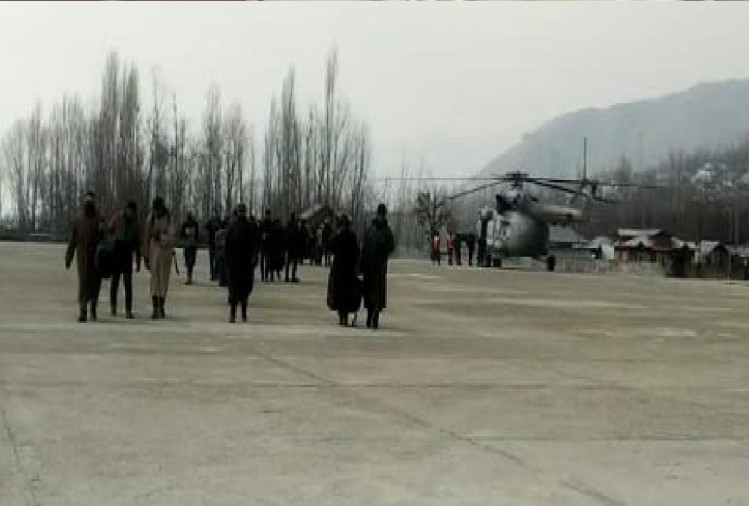 Kashmir: Administration airlift 95 people stranded between Gurez to Bandipora
