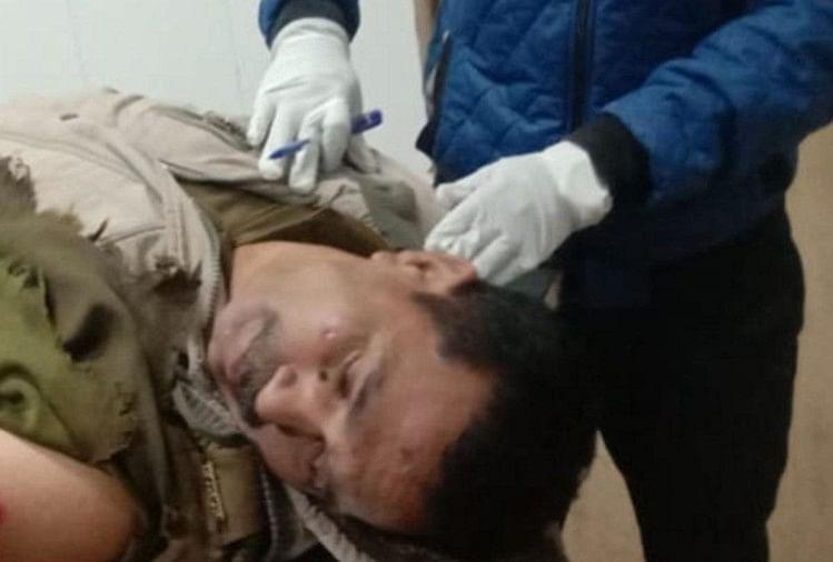 घायल सिपाही अस्पताल में भर्ती