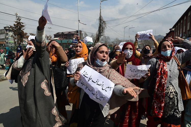 Pakistani women demonstrated for citizenship