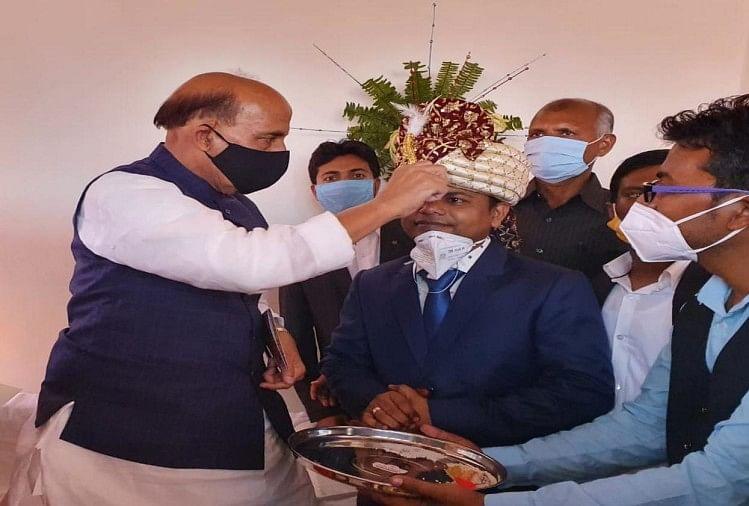 दत्तक पुत्र के विवाह में भावुक हो गए रक्षामंत्री राजनाथ सिंह, ने हर रस्म, देखें तस्वीरें