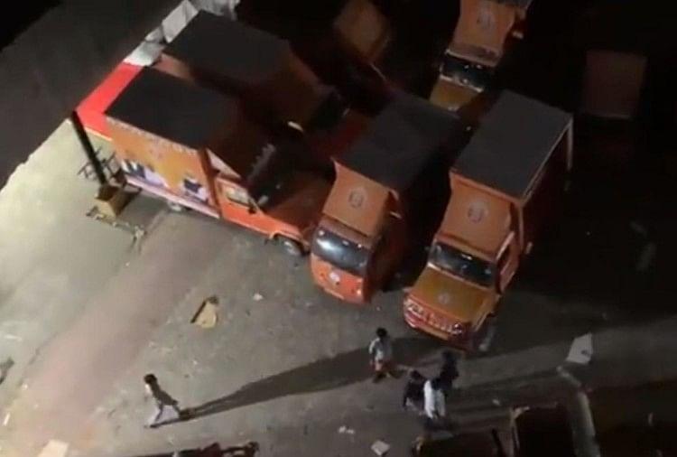 भाजपा की वैन में शुक्रवार को तोड़फोड़ की गई