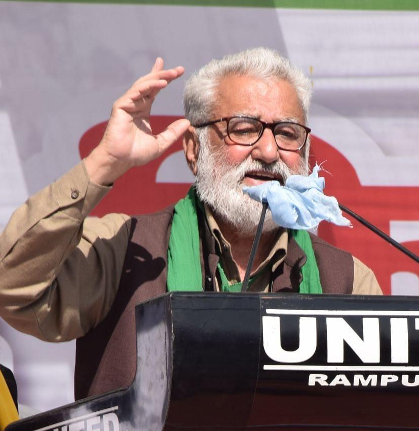 रुद्रपुर में किसान महापंचायत को संबोधित करते किसान नेता डॉ. दर्शन पाल।