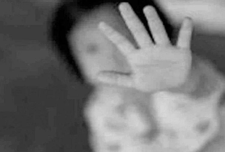 बांदा: 70 वर्षीय बुजुर्ग ने घर के बाहर खेल रही आठ साल की बच्ची से दुष्कर्म की कोशिश की