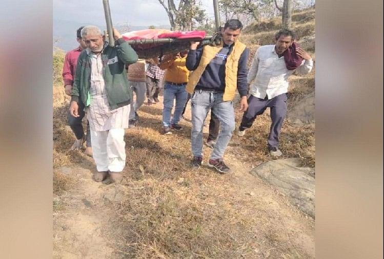 आजादी के बाद भी सड़क सुविधा से वंचित, चारपाई से बांधकर चार किमी पैदल चल गांव पहुंचाया शव