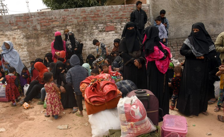 Thousands of Rohingya reach Mecca Masjid, police sent back to settlements
