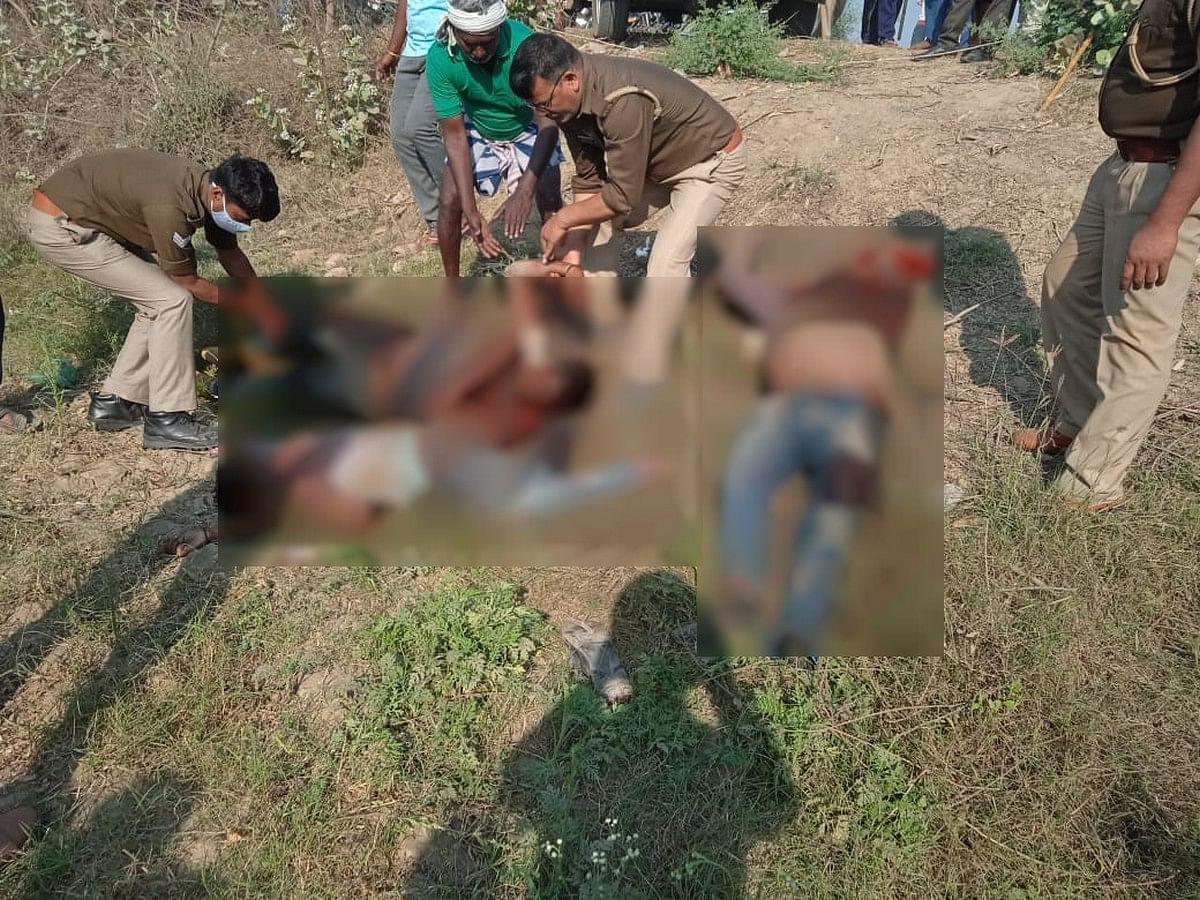 सड़क किनारें खून से लथपथ मिले तीनों शव को पोस्टमार्टम के लिए ले जाती पुलिस। (फाइल फोटो)