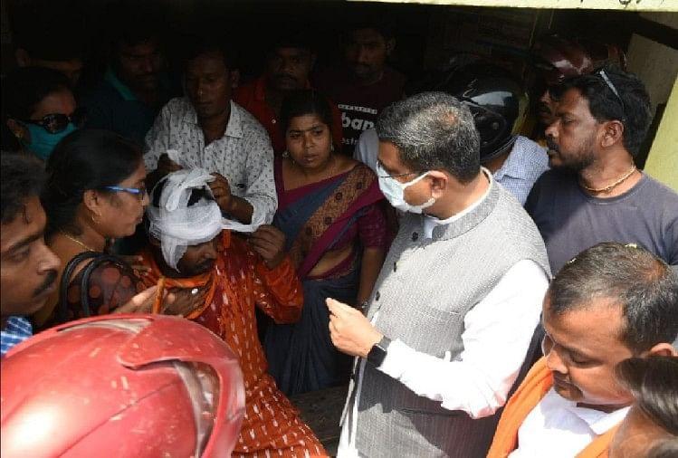 West Bengal Election 2021 Bjp Union Minister Dharmendra Pradhan Nandigram Rally Attacked By Tmc Leader Many Injured - बंगाल में बवाल: केंद्रीय मंत्री धर्मेंद्र प्रधान की रैली में हमला, भाजपा ...
