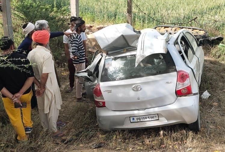 पंजाब में हादसा : बेकाबू कार ट्रांसफार्मर से टकराई, हादसे में पति-पत्नी समेत चार की मौत