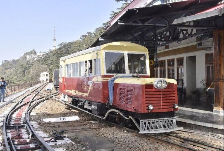 दो साल बाद ट्रैक पर उतरी हेरिटेज रेल मोटरकार, कालका से शिमला पहुंचे सात यात्री