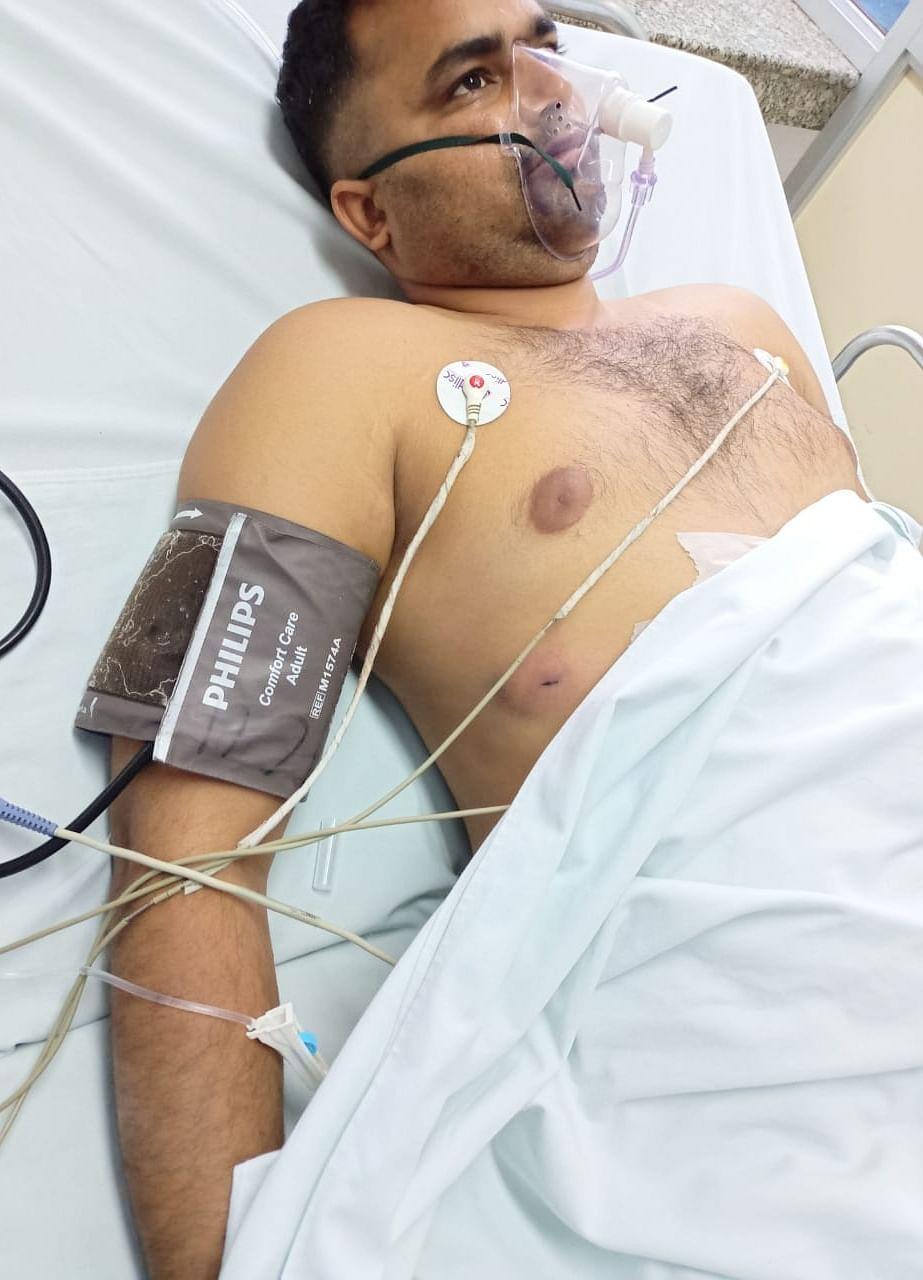 बुलंदशहर में हुई फायरिंग में घायल गनर विश्वेंद्र का कैलाश अस्पताल में चल रहा इलाज ।