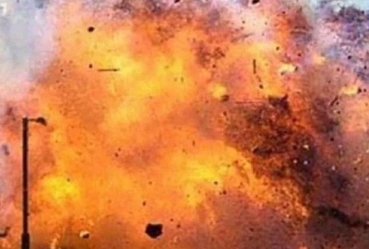 काबुल : मस्जिद में धमाके में 12 लोगों की मौत, अफगान युद्धविराम को लगा झटका