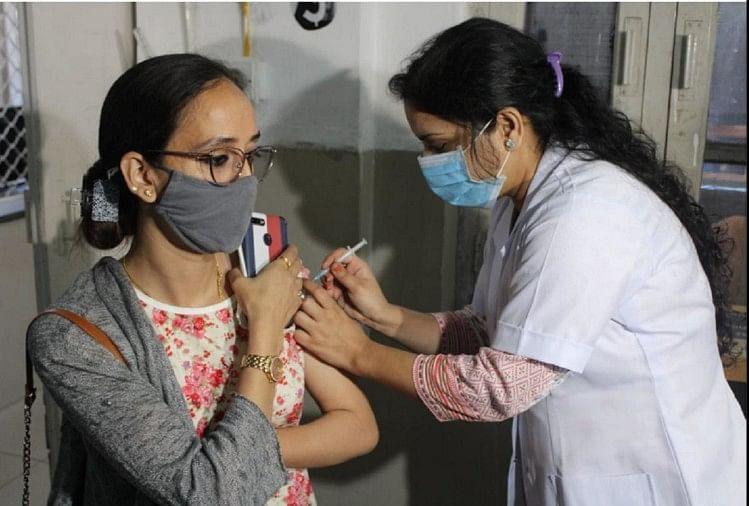 कोरोना से जंग: दो महीने में देश हासिल करेगा बड़ा मुकाम, 100 फीसदी वयस्कों को लग जाएगा पहला टीका