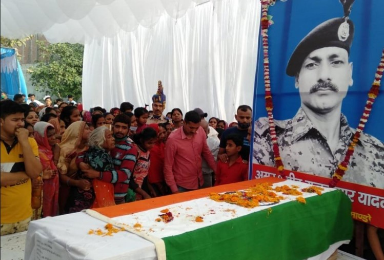 People paid tribute to cobra commando martyred in maoist attack.