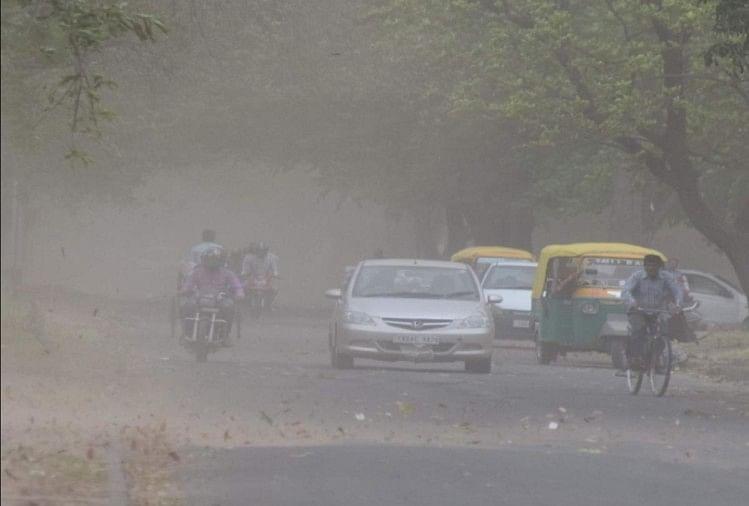 राजधानी दिल्ली में हवाओं के साथ हल्की बारिश  के आसार  मौसम  विभाग ने शनिवार को अनुमान जारी करते हुए