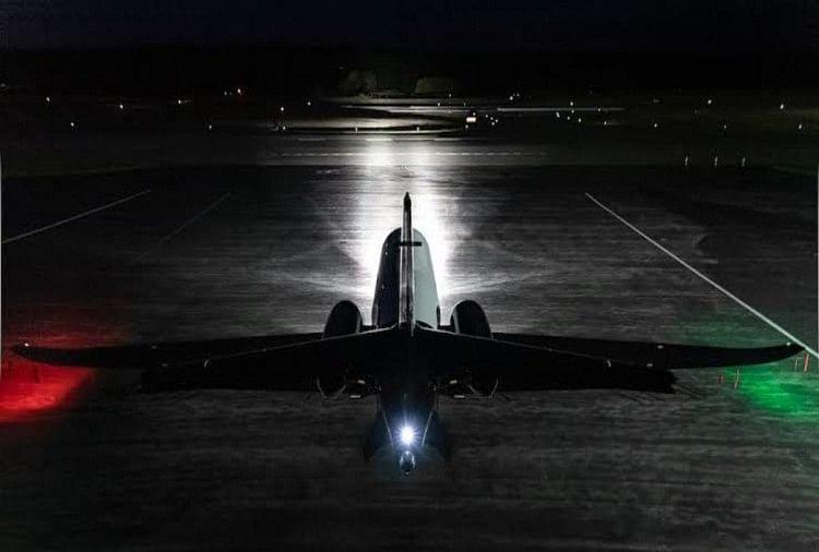 हवाई जहाज में अलग-अलग तरह के लाइट्स