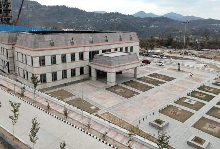 सरकार ने एम्स से मांगे 54 डॉक्टर, छह मेडिकल कॉलेजों में देंगे सेवाएं