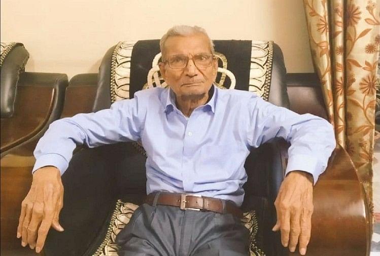 Maharashtra Coronavirus: Nagpur Rss Swayamsevak Narayan Rao Dabhadkar Said,  I Have Lived, Their Children Will Be Orphaned, Left The Bed, Died In Three  Days - नमन: कोरोना संक्रमित बुजुर्ग ने युवक के