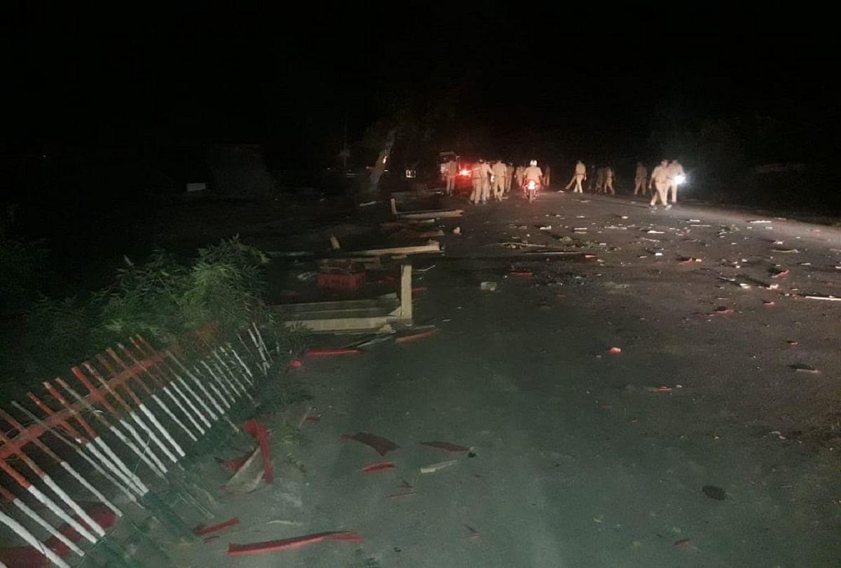 prayagraj news : सैदाबाद में ग्रामीणों की ओर से किया गया तोड़फोड़।