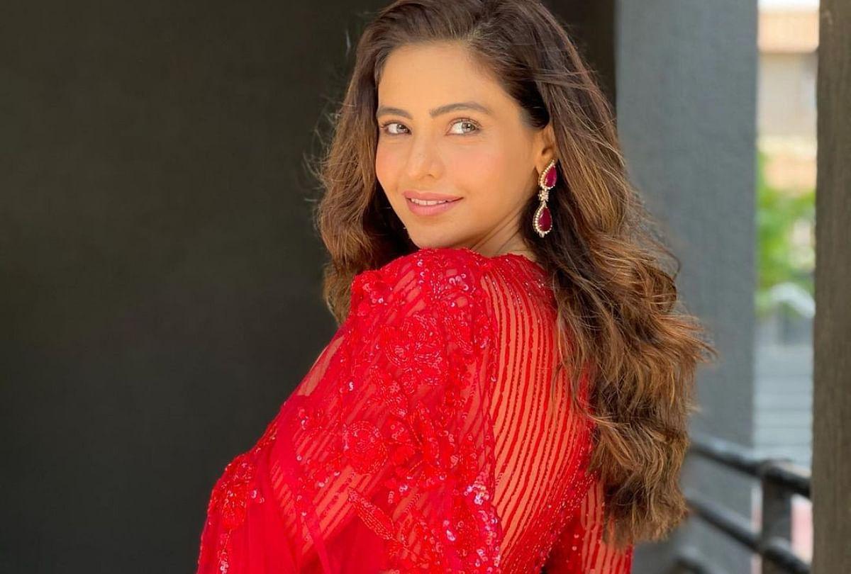 Aamna Sharif Look Extremely Gorgeous In Sheer Fabric Bright Red Saree - आमना शरीफ की लाल साड़ी पर मर मिटे फैंस, करने लगे ऐसी तारीफें - Amar Ujala Hindi News Live