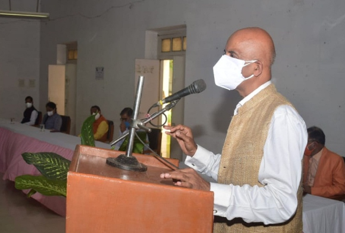 prayagraj news : यूपीपीएससी  के चेयरमैन संजय श्रीनेत।