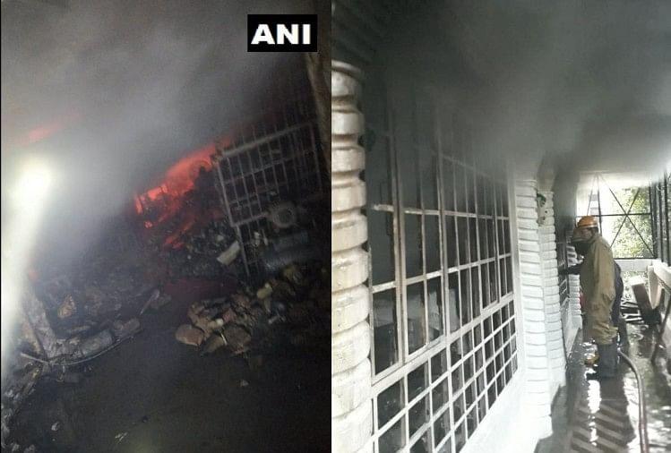 मादीपुर के जूता फैक्टरी में लगी आग