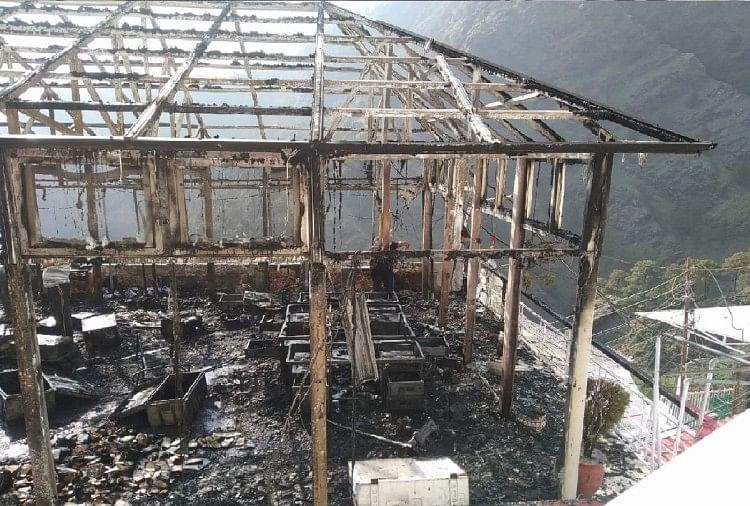 भवन में लगी आग