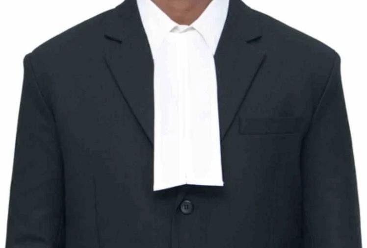 संकट: कोरोना के कारण वकीलों की आय में आई भारी कमी, सब्जी बेचने को मजबूर