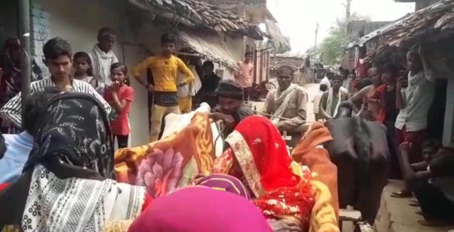 बांदा जिले के नरैनी क्षेत्र में बैलगाड़ी में विदा होती दुल्हन। संवाद