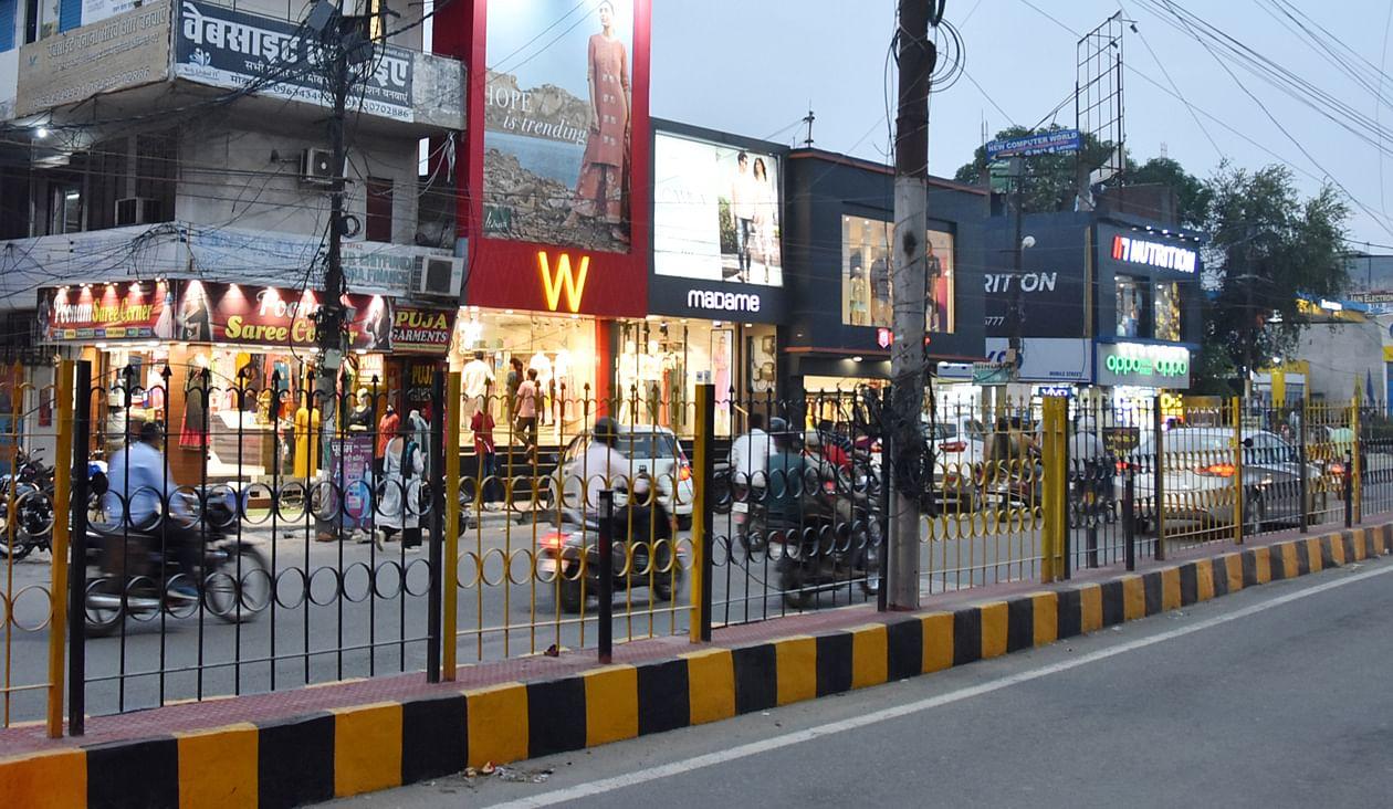 कोर्ट रोड पर खुले बाजार