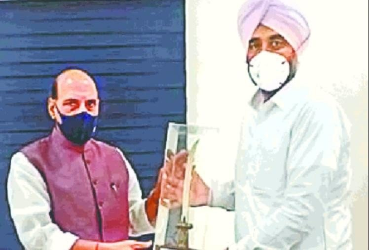 पंजाब: वित्त मंत्री मनप्रीत बादल ने रक्षा मंत्री राजनाथ सिंह से की मुलाकात, दो सैनिक स्कूलों की स्थापना की मांग की