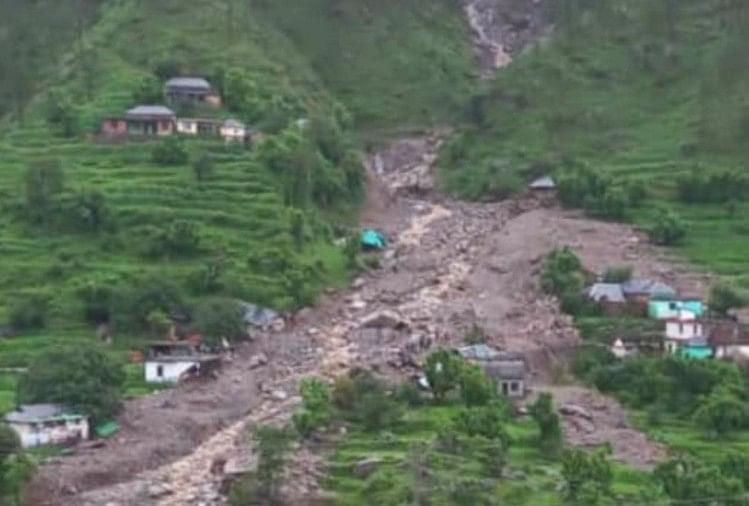 Flash Flood In Himachal Pradesh Heavy Rain In Kangra Twelve People Swept  Away Still Missing One Woman Body Recovered - हिमाचल: वोह घाटी में बाढ़ में  छह घर बहे, 12 लोग लापता,
