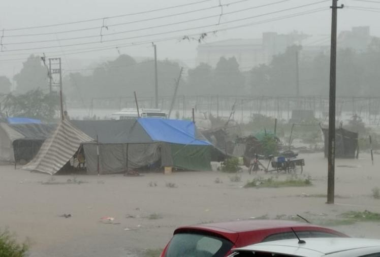 करनाल में मंगलवार काे बरसात के बाद भरा पानी।