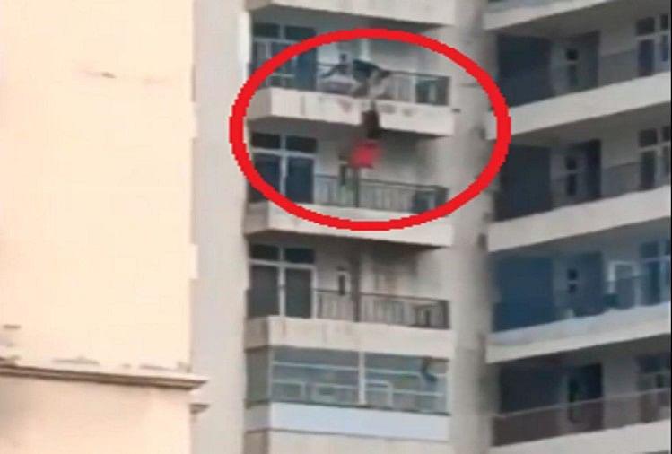 महिला ने नौवीं मंजिल से लगाई छलांग